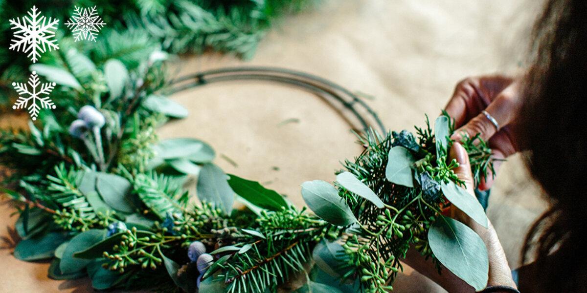 A green Christmas wreath.